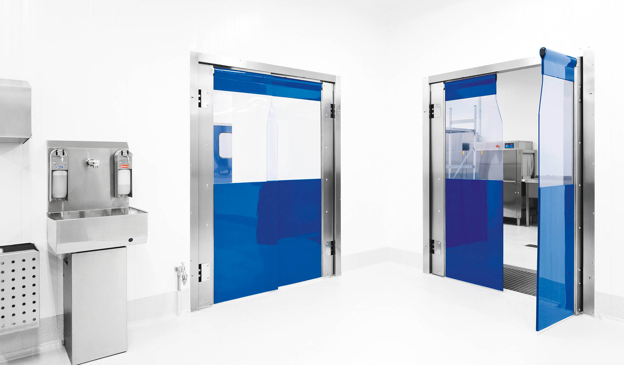 ZP7 Double-leaf PVC-swing door with coloured doubling as skirting protection
