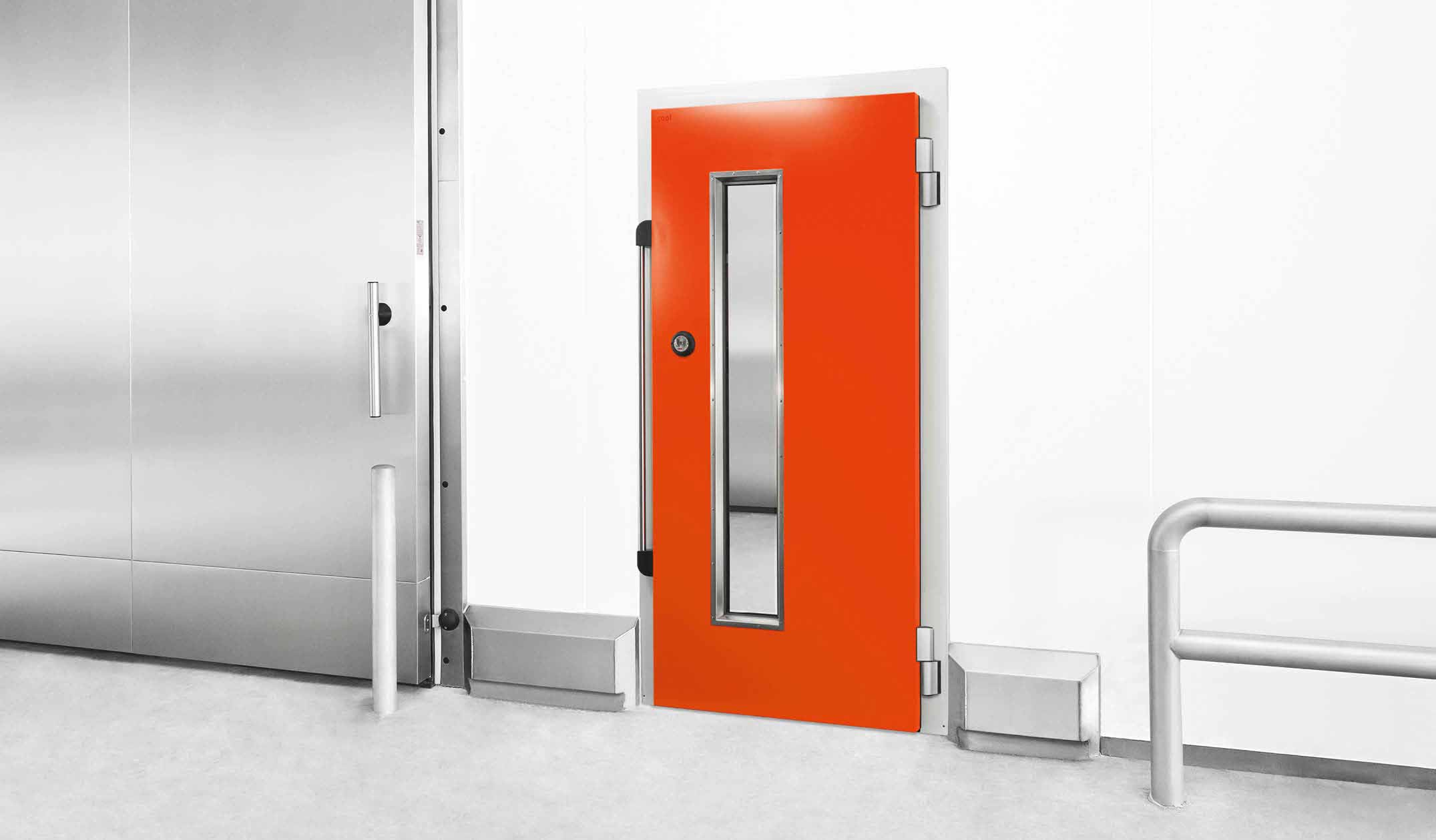 D8M Self-closing door for chillers with magnetic handle bar