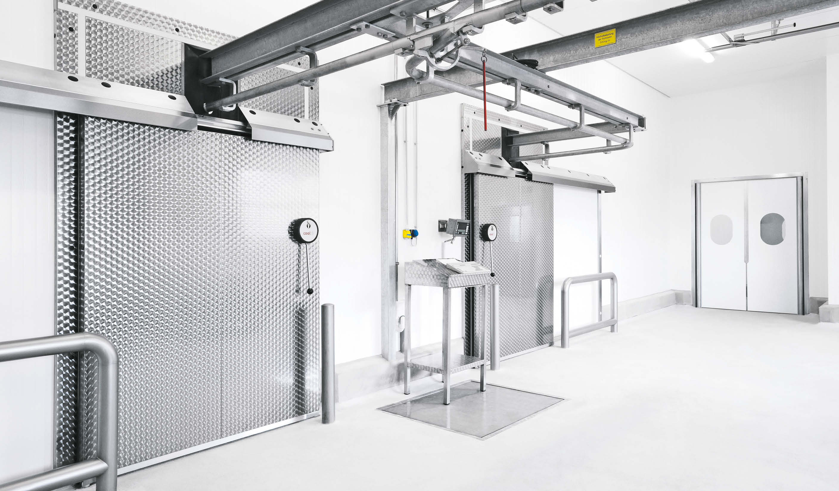 CE8 Sliding door for chillers with meat rail passage
